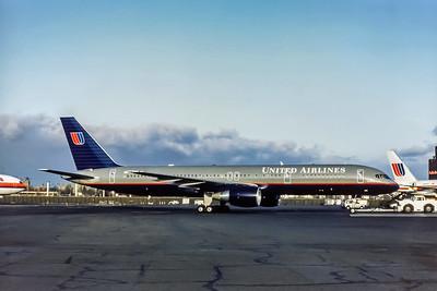 United Airlines, N573UA, Boeing 757-222, msn 26685, Photo by Adrian J Smith, EWR, Image N009RGAS