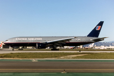 United Airlines, N789UA, Boeing 777-222(ER), msn 26938, Photo by Brian Peters, LAX, Image PP002LGBP