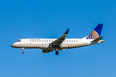 United Express, N109SY, ERJ-175LR (ERJ-170-200LR), msn 17000404, Photo by John A Miller, LAX, Image YA023LAJM, Operated by Sky West Airlines