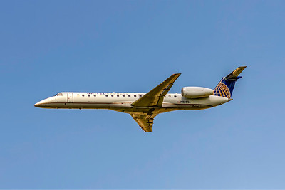 United Express (ExpressJet), N13914, Embraer ERJ-145LR, msn 145430, Photo by John A Miller, CLT, Image YD005LAJM