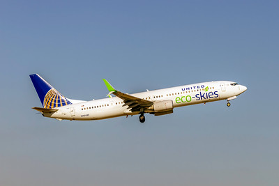 United Airlines, N75432, Boeing 737-924(ER)(WL), msn 32835, Photo by John A Miller, TPA, Image UA027RAJM, Special color scheme, Eco-Skies