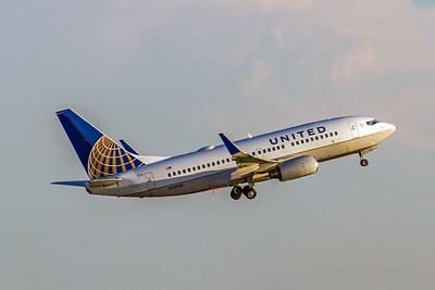 United AIrlines, N13750, Boeing 737-724(WL), msn 28941, Photo by John A Miller, ATL, Image TT107RAJM