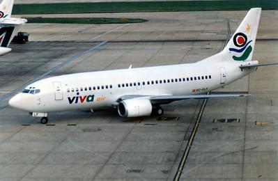 Viva Air, EC-FLF, Boeing 737-36E, msn 25263, Photo by John A. Miller, LHR, Image K021LGJM