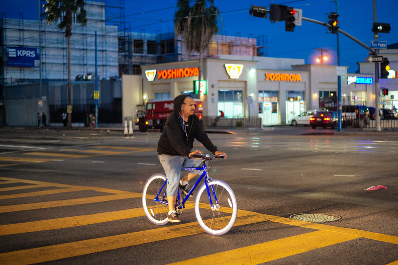 Bicyclist on Washington Boulevard.