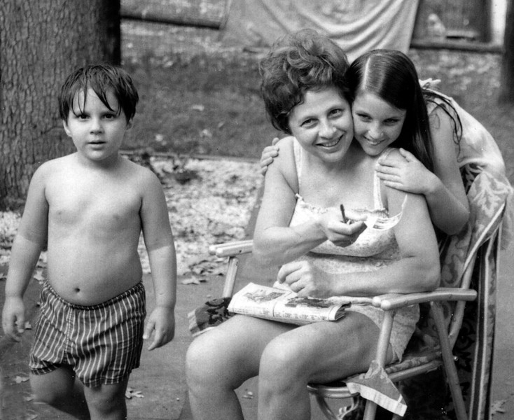 Charlton and Lissy Wilson with Renee Idelson in their backyard on Aspen Ave in Auburndale, Massachusetts.