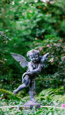 Cherub statue iPhone and smartphone wallpaper.