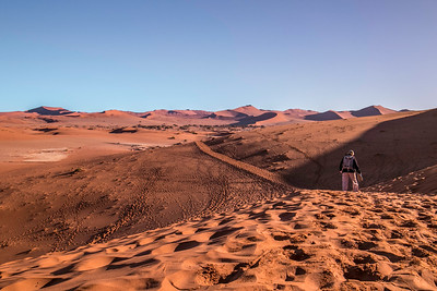 Judy Malloch leads us over the sand dune trail, after visiting Deadvlei