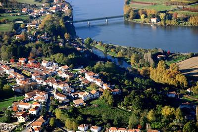 Urt, village le long de l'Adour à 20 min environ de Bayonne De l'autre côté du pont : Les Landes