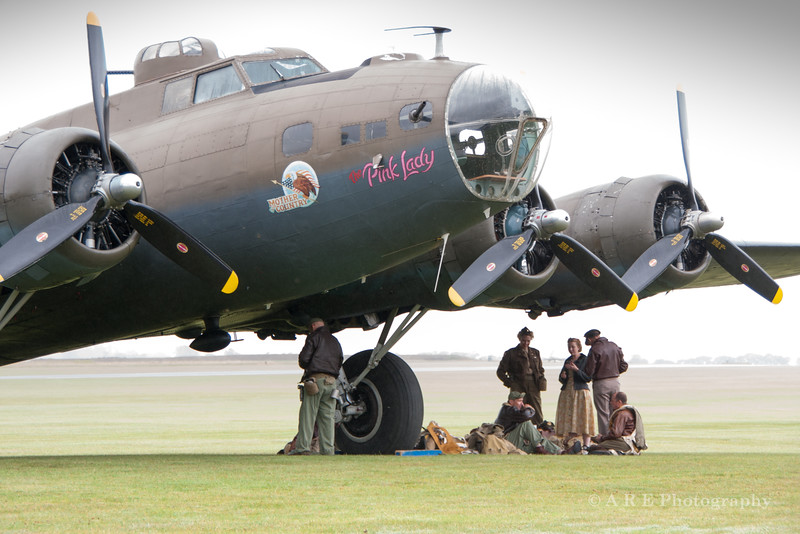 Duxford Pink lady flying fortress and ground crew