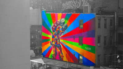 Sailor and girl kissing on VJ Day, mural by Eduardo Kobra, on the High Line,  Chelsea, New York City