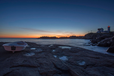 DAWN AT NUBBLE POINT