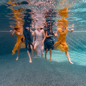 Underwater-family-kids