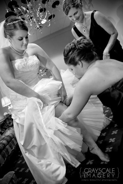 sister helps bride with garter
