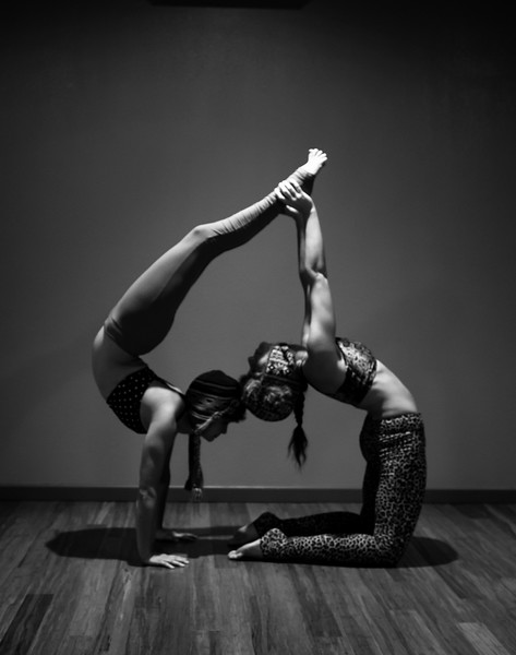 STUDIO ACRO YOGA