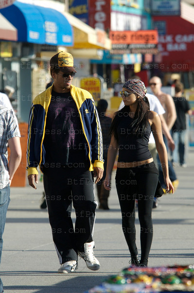 Venice, California, January 28,2009: Gary Dourdan from  Gary Dourdan from the TV show CSI: Crime Scene Investigation take a walk with his new mysterious gorgeous spanish girlfriend.