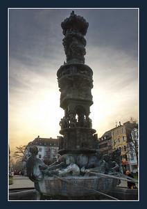 Koblenz, Jesuitenplatz, Stadtsgeschichtsbrunnen