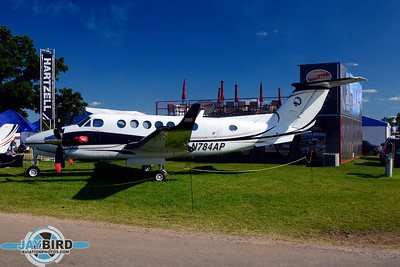 KING AIR B300;N784AP