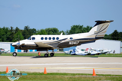 KING AIR B200;N34LT