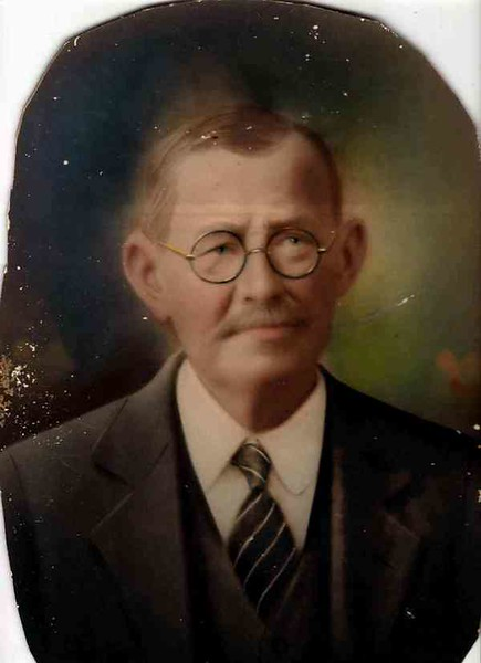 "As a seasoned Ginner ! Casper, son of Henry and Mary Frances (Franziska) Gerdes, was born December 8, 1865 in Westphalia, Germany; immigrated through Indianola to Hallettsville/Koerth  in June 1867; settled in Hallettsville/Koerth and was a ginner at 12 years old. In 1916, he moved his gin and his family to Sinton. (Conflicting information uncovered - it appears he built a brand new ""first gin"" in Sinton, maybe didn't move his Hallettsville gin.) He died in 1936 and is buried in Sinton Cemetery."