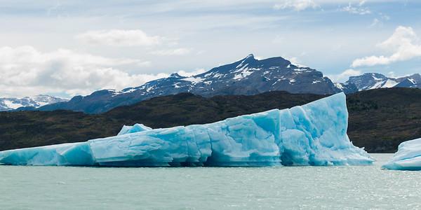 Icebergs in lake, Lake Argentino, Los Glaciares National Park, Santa Cruz Province, Patagonia, Argentina