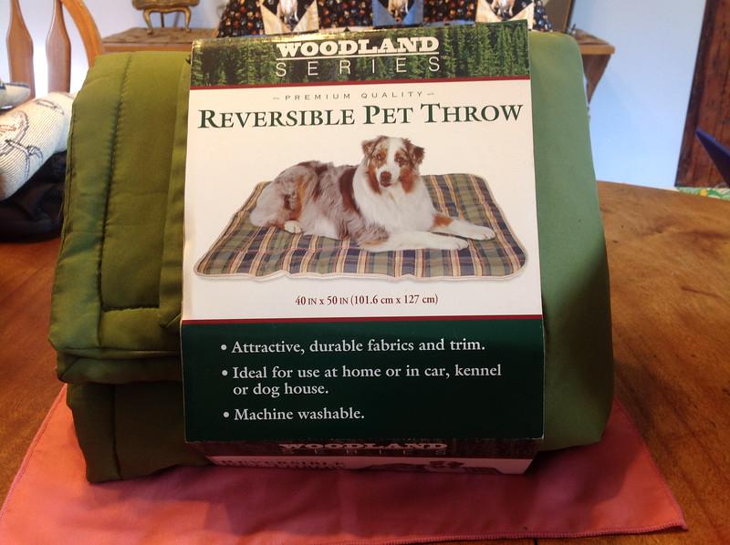 "Pet throw  - reverse side is fleece. Size 40"" x 50"".<br /> <br /> Winner pays shipping<br /> <br /> Starting bid  $5"
