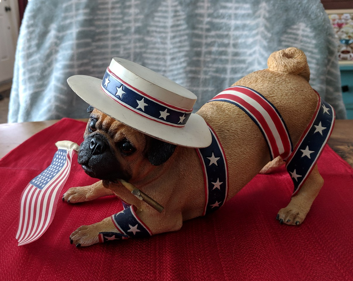 Danbury Mint Patriotic Pug - Damaged Ribbon
