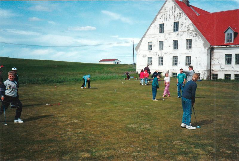 Golfvelli var komið upp á Korpúlfsstaðatúnunum  og þar slógu margir kylfingar sín fyrstu högg. Myndin er tekin árið 1992. Ljósmynd: Úr myndasafni Golfklúbbs Reykjavíkur.