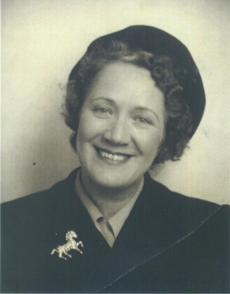 Aunt Bea Henwood Murphy, Daryl's aunt