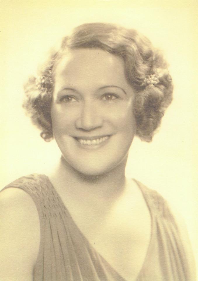 Beatrice Henwood Murphy, Daryl Henwood's aunt