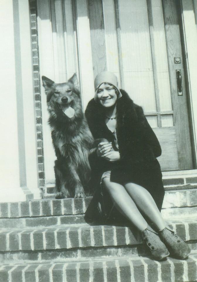 Aunt Bea Henwood Murphy, John Vernon 1/2 sister, Daryl's aunt.  She was a hatmaker.