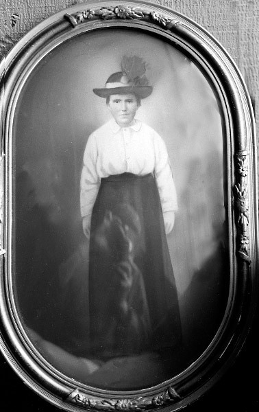 Katherine Schaak, b. 1898, 1st cousin and  1st wife of Jacob Schaak; Mother of Sarah and Grandmother of Victoria