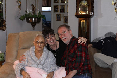 Aunt Jean, Vickie and Daryl Henwood