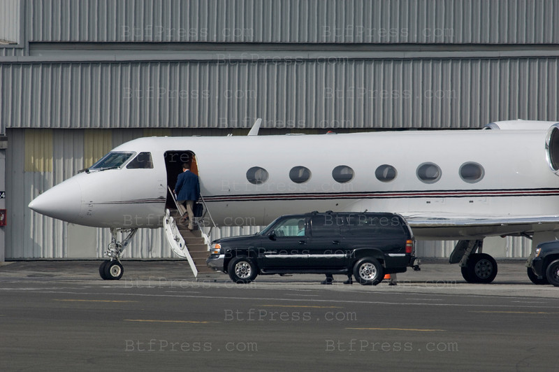 EXCLUSIVE-Governor Arnold Schwarzenegger take his pivate plane to Sacramento with a Big Cigar in his mouse in a No Smoking area in Santa Monica Airport on September 9,2008.
