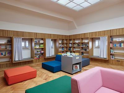 12 Bibliothek