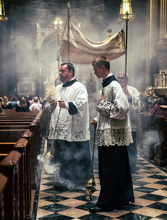 CorpusChristi LatinMass Philly basilica incensors CREDIT (1 of 1)