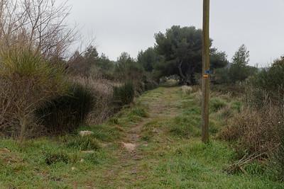Arrivée du GR2013 le long du canal de la Mérindole - Km 5,28
