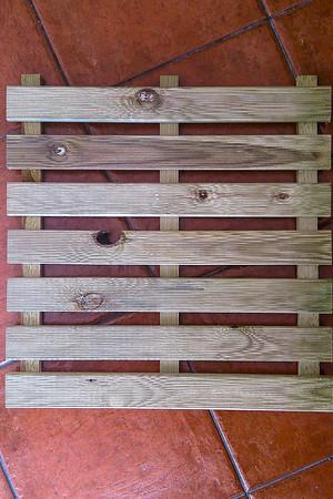 2- Despues a conseguir las materias primas. Comenzamos con los expositores de las Greencards. y fuimos por madera cruda, sin barnices, ni pinturas ni nada mas que... madera.