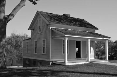 CHAPMAN HOUSE B&W