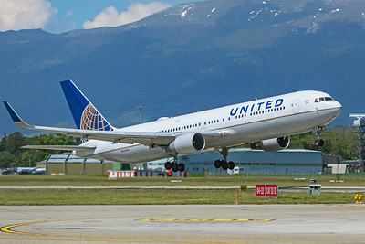United Airlines Boeing 767-322(ER) N662UA 5-22-19