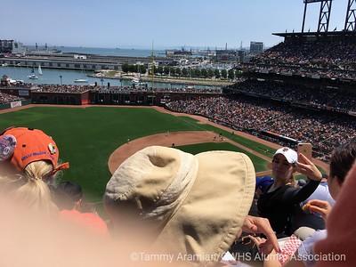5th-inning-arriving selfie gal
