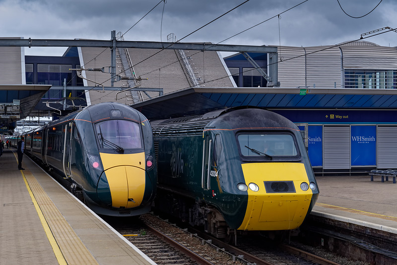 43004 at Reading with 1B28, the 11:45 Paddington - Swansea, while 800022 waits to depart from platform10, with the 11:00 Bristol Temple Meads - Paddington. 16th March 2019.