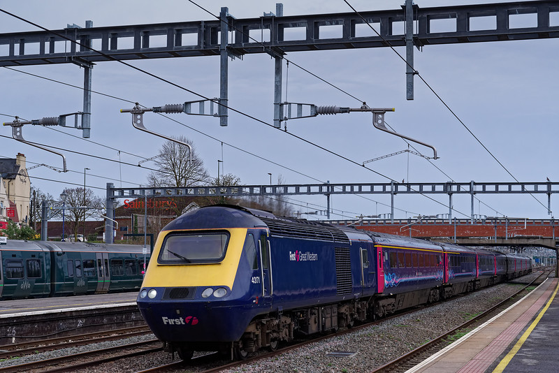 43171 leading through Newbury with 1C78, the 11:03 Paddington - Plymouth, via Honiton. 8th March 2019.