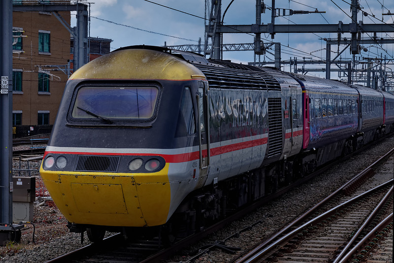 43185 departing from Reading on the rear of 1C16, the 13:30 Paddington - Bristol Temple Meads. 18th May 2019, the final day of GWR mainline HST services.