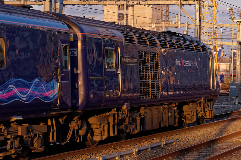 43160 departs platform 10 at Reading, with 1A91, the 15:00 Plymouth - Paddington. <br /> 27th March 2019.