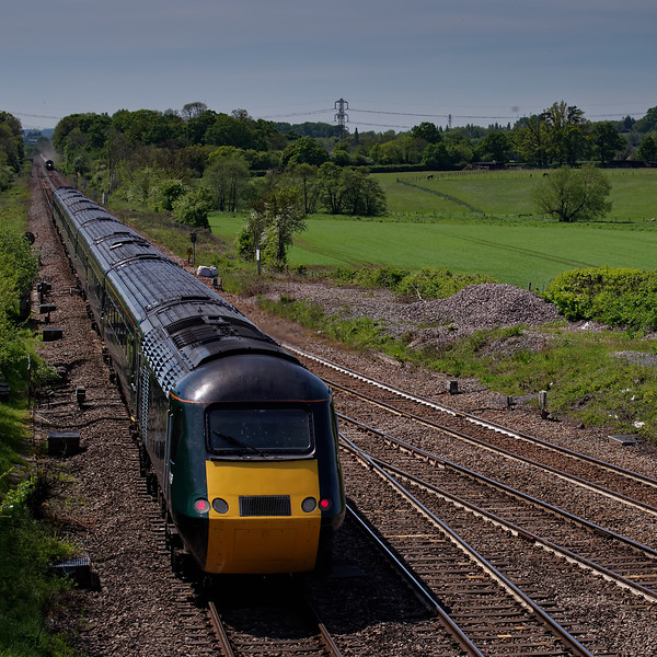 43198 / 43063 crossing Fairwood Junction, Westbury, with 1C82, the 13:03 Paddington - Plmouth. 13th May 2019.