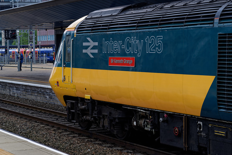 43002 waiting time at Reading, with 1A76, the 06:57 Plymouth - Paddington. <br /> 18th May 2019, the final day of GWR mainline HST services.