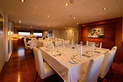 Celebrity Cruises / Xploration Yacht / Dining Room - Night / 9071