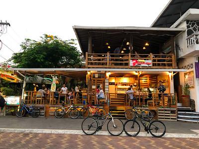 Restaurants / Shops
