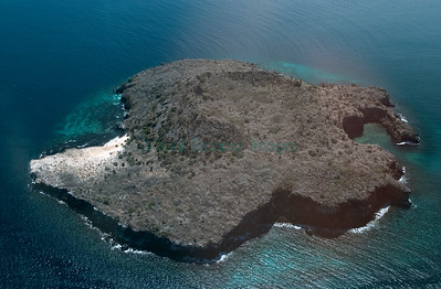 Champion near Floreana; Overflight Galapagos January 2001