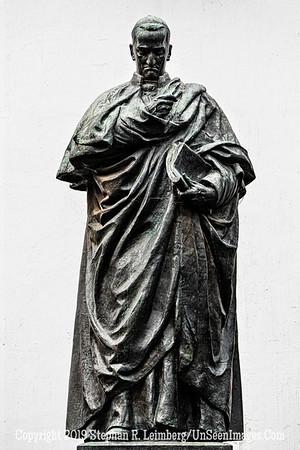 Statue in Quito Copyright 2020 Steve Leimberg UnSeenImages Com _DSC5373